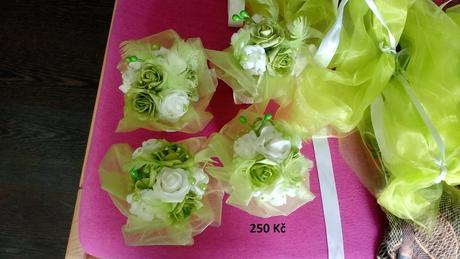 dekorace kytky na stůl,