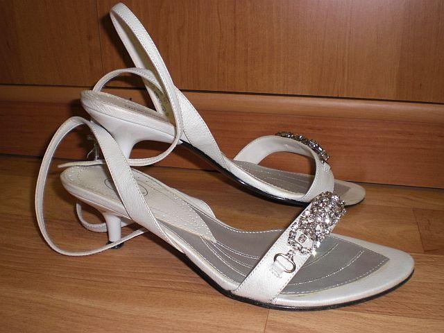 02744479b Biele sandále na nízkom opatku, 36 - 11 €   Svadobný bazár   Mojasvadba.sk