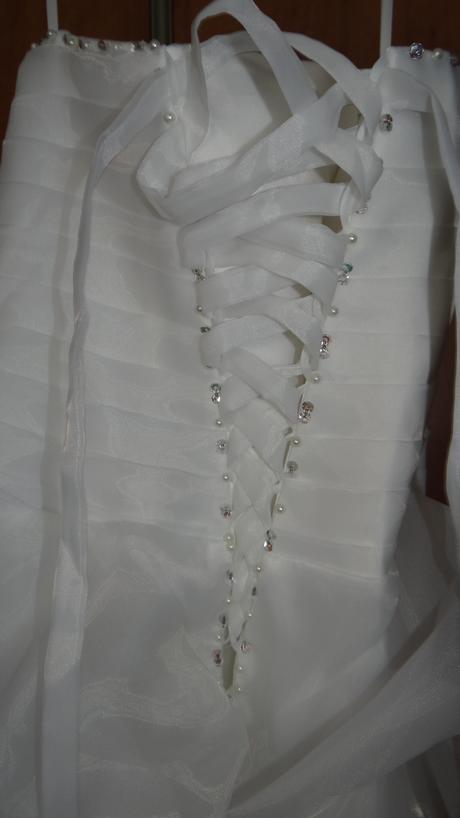 Nepoužité svadobné šaty, 40