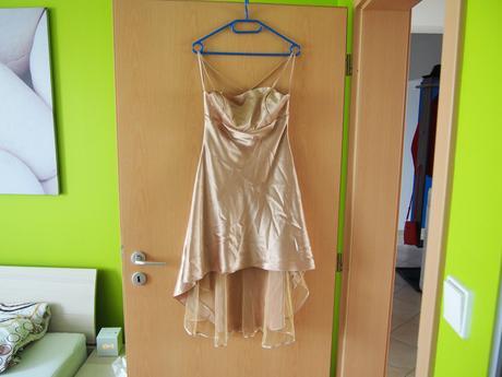 Zlaté krátke šaty, 36