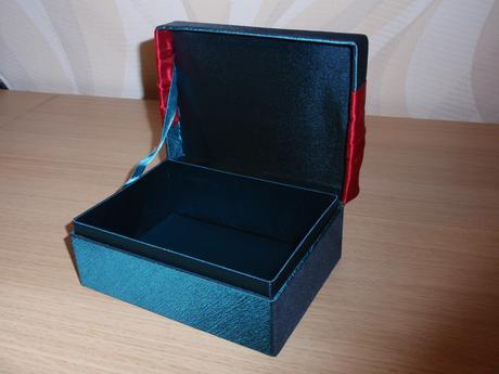 Krabička/ šperkovnica,