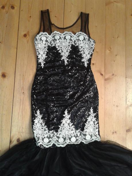 pútavé šaty, M