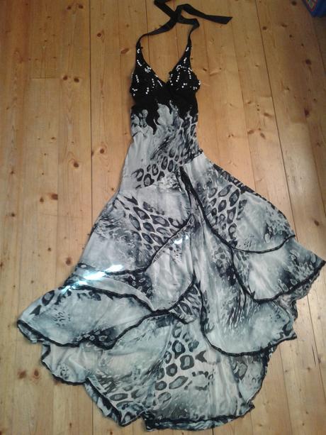 rafinované spoločenské šaty, M