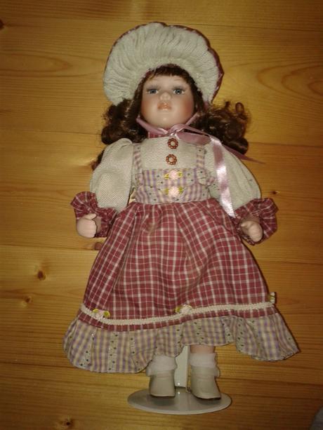 vintage porcelánová bábika,
