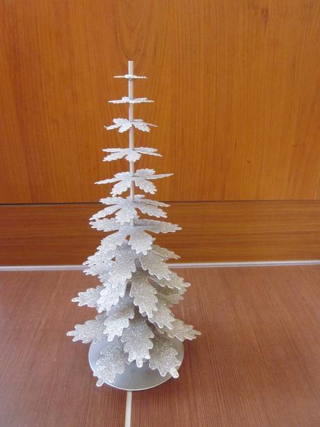 Dekoračný kovový stromček,