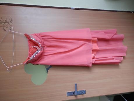 Lososové šaty, 40