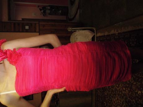 cyklamenové šaty, 36