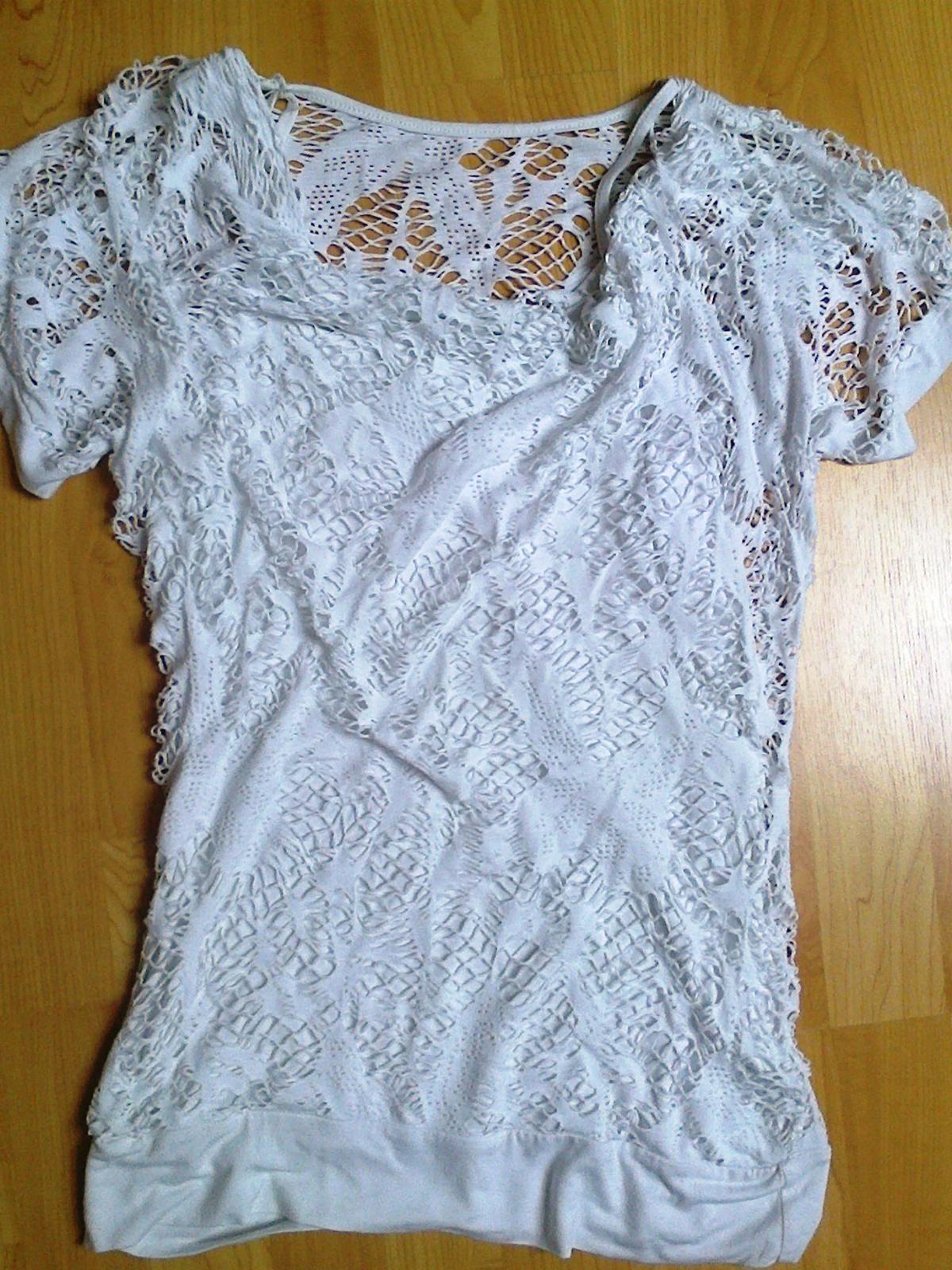 470adad7d317 Bílé tričko