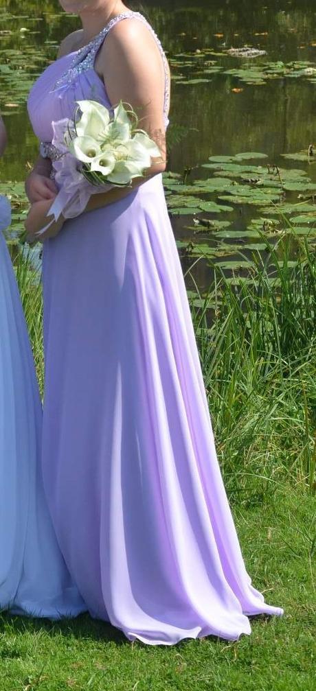 Dlouhé lila šaty na jedno rameno , 38