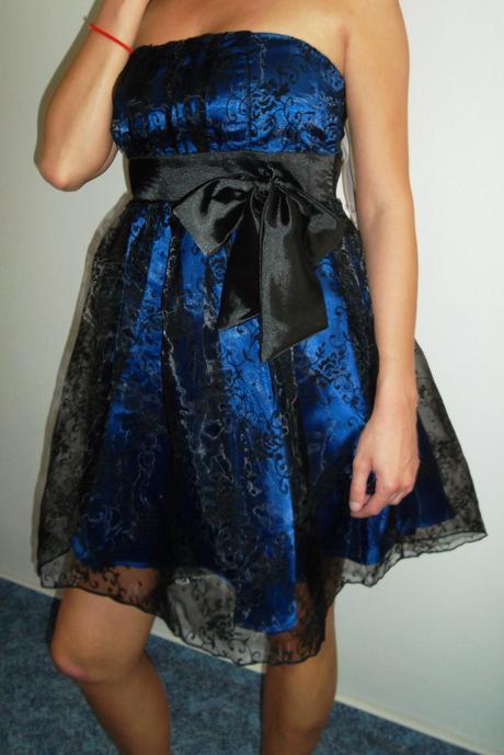 Luxusní modré šaty s krajkou, 38