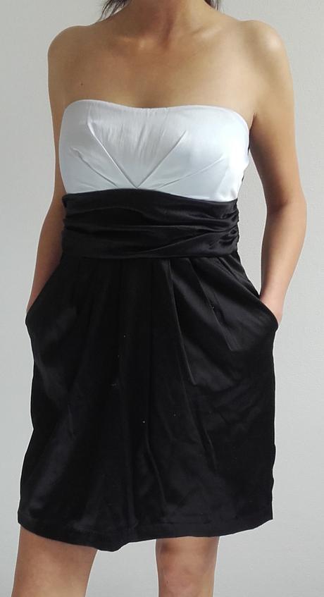 Šaty bíločerné s kapsami, 36
