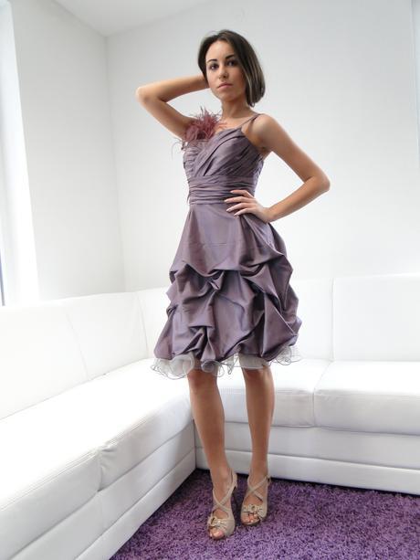 Krátke moderné spoločenské šaty, 36