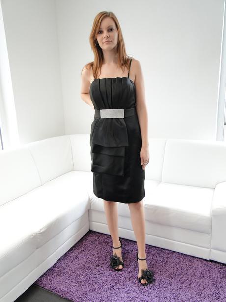 Krátke spoločenské šaty, 42