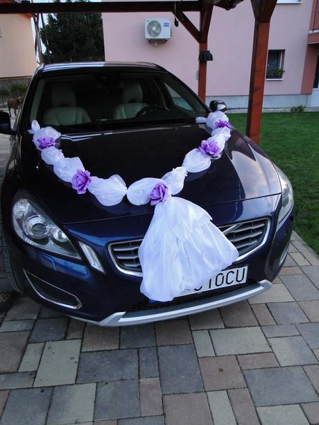 Výzdoba na auto bielo fialova,
