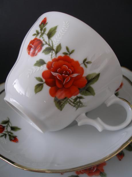 Porcelánový komplet s ružou,