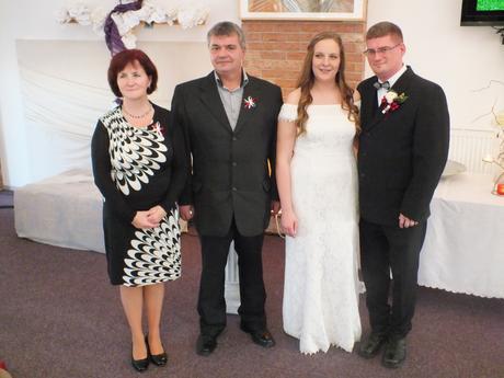 Saty elegantní jednoduché svatební 42-44, 42