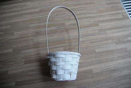 Bílý košíček pro družičku ,