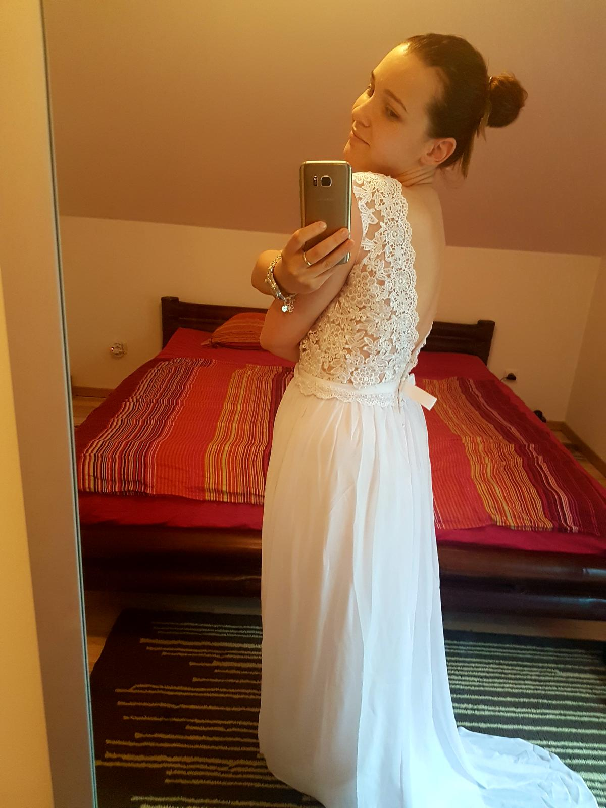 b2e7bbfdcb77 Nádherné romantické svadobné šaty s otvoreným chrb