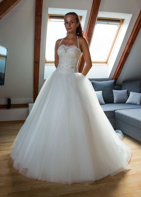 Krajkové svatební šaty, 34