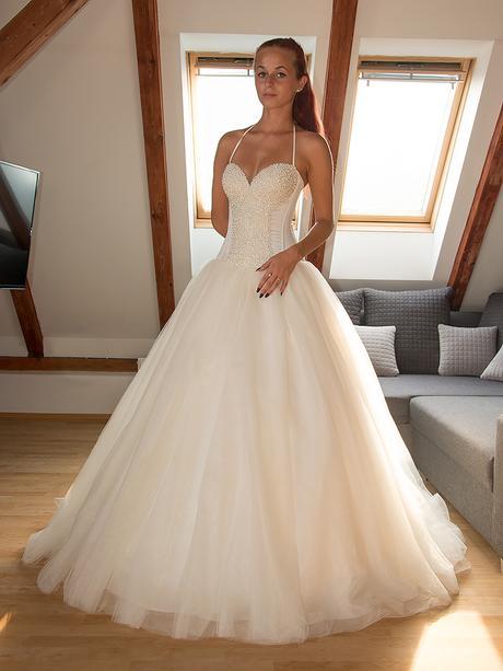 Perličkové svatební šaty, 34