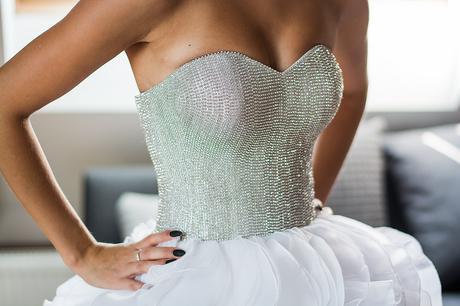 Volánkové svatební šaty, 32