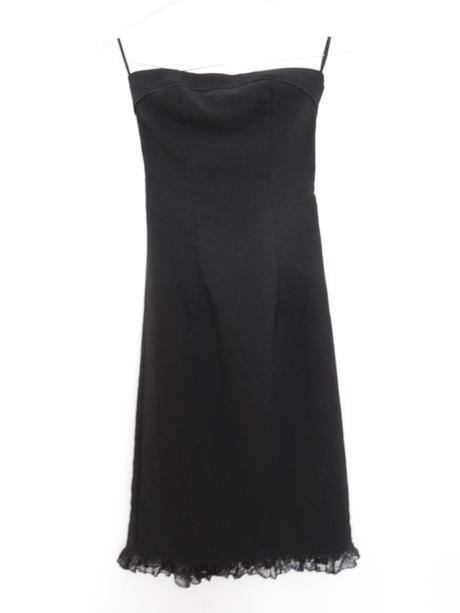 651e8c4bc615 Společenské pouzdorvé šaty v. 34
