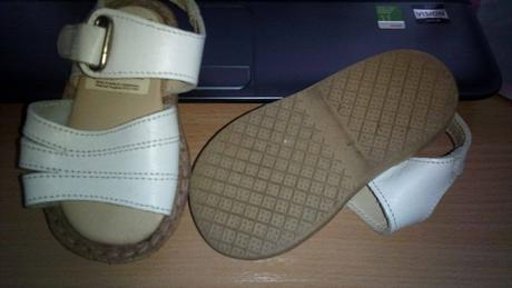 Bílé sandálky, 20