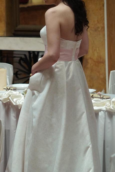 Ivory korzetové svadobné šaty s ružovým nádychom, 42