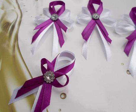 purpurové svadobné pierka,