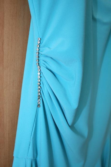 Tyrkysové šaty, 38