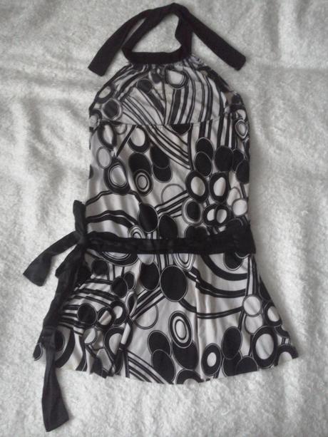 čierno biele šaty, M