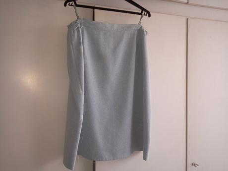 modrosivý sukňový kostým , 56