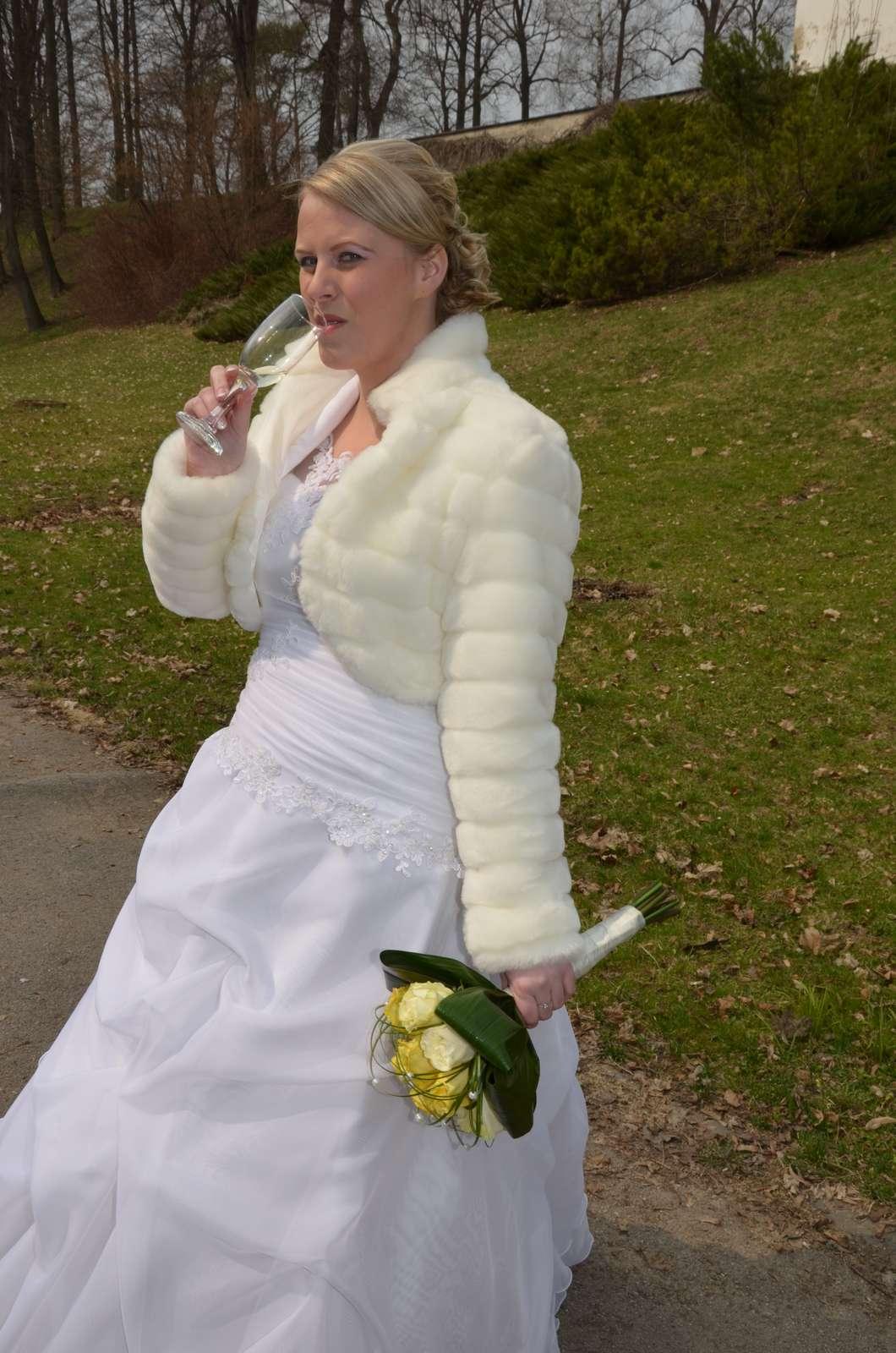 Svadobné šaty - veľkosť 38-42 673bf0b6058