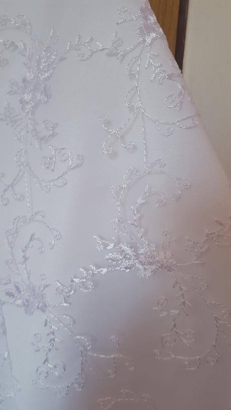 vyšívané svadobné šaty, 38