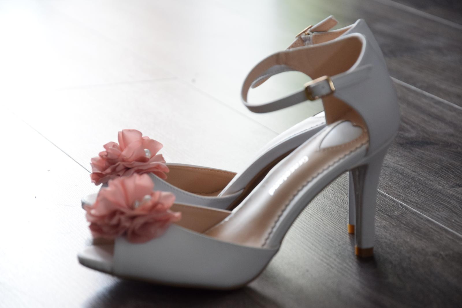 20954a1820f5 Svadobné topánky -
