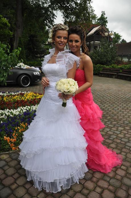 Volánikové svadobné šaty a čipkované bolerko, 40