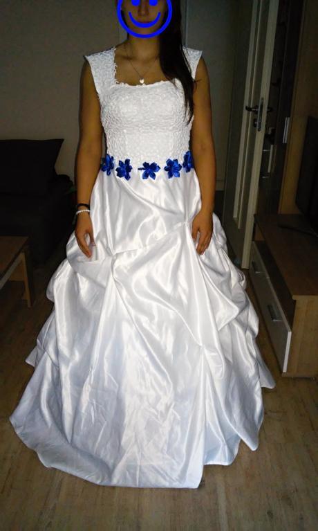 Krajkové šaty, 38