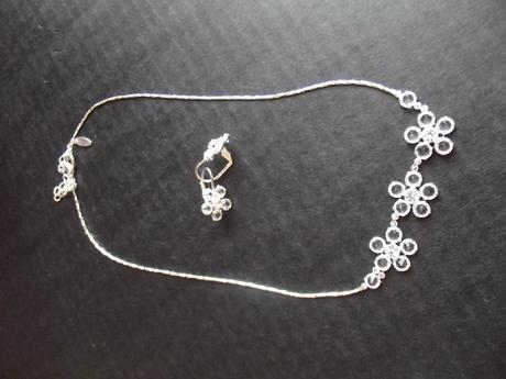 náhrdelník s naušnicema,