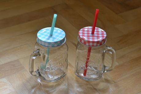 retro sklenice s brčkem,