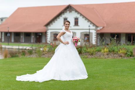 Princeznovské šaty s vlečkou 36, 38