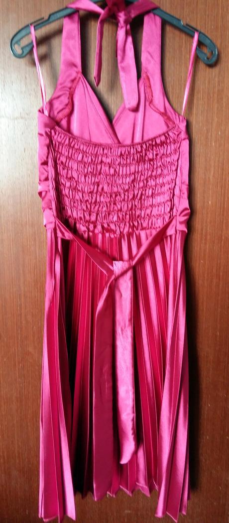 Cyklamenové spoločenské šaty, 36