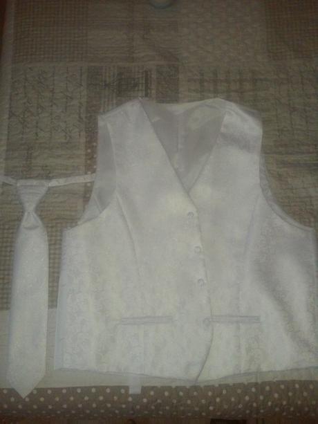 Svadobná vestička s kravatou , 56