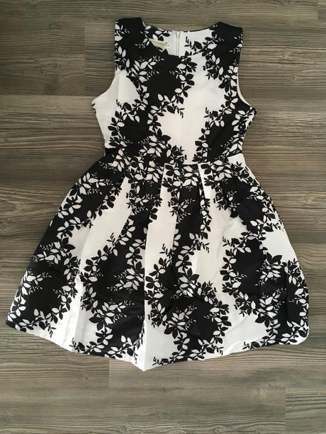 Čierno-biele šaty, M
