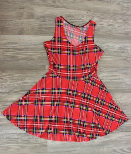 Kárované šaty, M