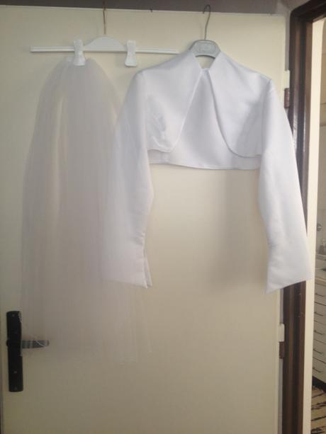 Biele svadobné šaty + bolerko a závoj, 40
