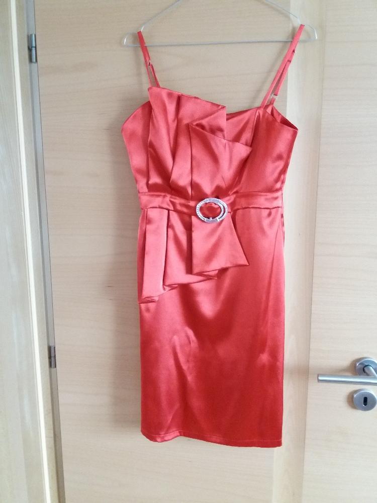 Koktejlové šaty značky press e2c85c2aa7