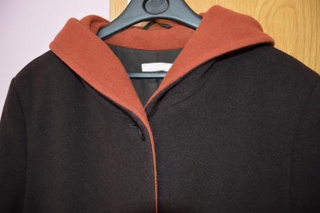 Vlněný kabát, 44