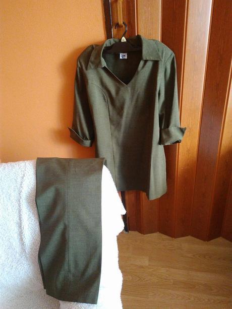 damsky kostym, 46