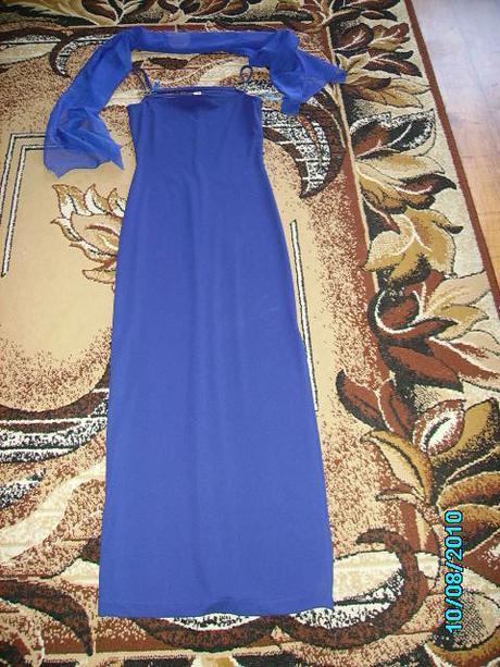 Dlhé modré spoločenské šaty, 38