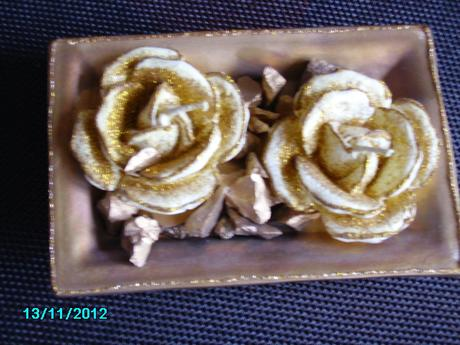 Vianočná výzdoba - ruže sviečky zlatej farby,